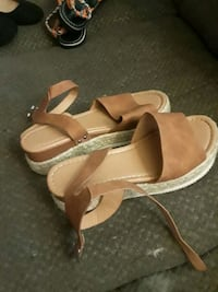 sandals size 10 Dundalk, 21222