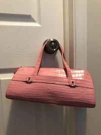 Ladies pink purse.  Leather.  Never used. Edmonton, T5Z 3H7