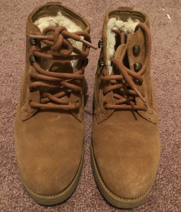 UGG women water resistant suede winter boots size 6.5