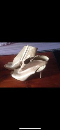 pair of white leather heeled shoes Lebanon, 45036