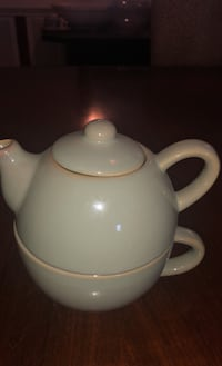 Teapot and large cup for one!  Chantilly, 20152