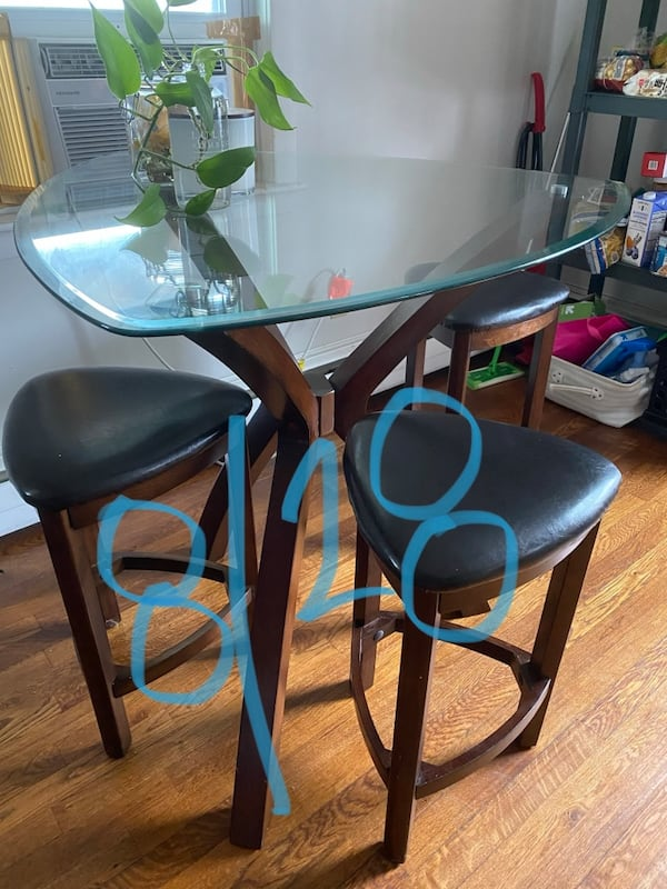 Modern dining table MUST PICK UP BY 9/1 - AVAILABLE LATE AUGUST 30a9b721-9c74-476b-a9ee-3fa592c240f2
