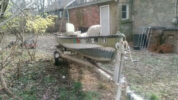 Flat bottom boat and trailer