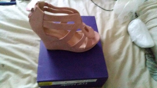 0d85bb480 Used unpaired brown leather open-toe wedge sandal for sale in Queens ...