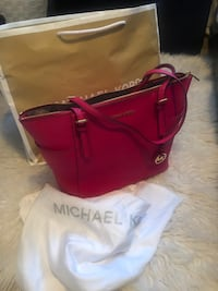 Brand new Michael Kors bag St Albert, T8N 7G8