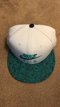 White and green nike embroidered snapback