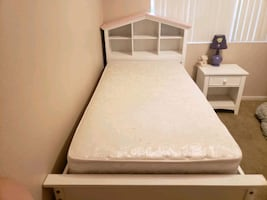 2 mattress twin daybed, great condition