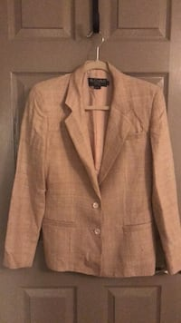 Oatmeal 100% Silk suit with jacket and skirt. Sizes 10 Washington, 20002