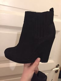 Unpaired black wedge boots Stockholm, 116 63