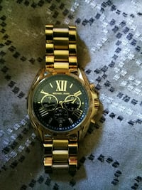round gold-colored chronograph watch with link bra Springfield, 01109