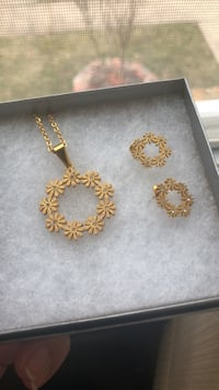 New gold flower necklace set Fairfax, 22032
