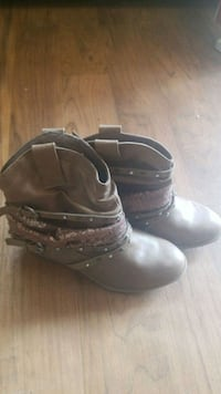 Tan booties size 6 Virginia, 55792