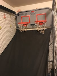 Basketball hoop very nice in good condition it's big for two players has score board Newark, 07105