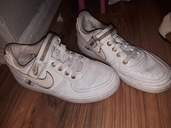 Used pair of white Nike Air Force 1 low for sale in Dallas - letgo dc2c14ca5