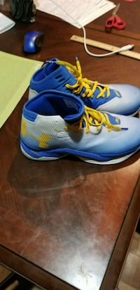 pair of blue-and-white Nike basketball shoes 382 mi