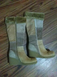 Suede boots women's size 8 Lansing