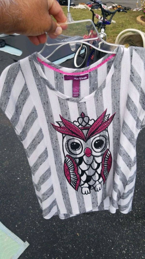 White and grey girl's top with owl print. Large... b70288b2-3567-4d11-8360-fdf31cfac0e1