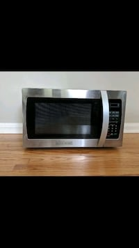 BLACK + DECKER Microwave (Barely Used, Moving Sale Charlotte