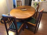 Solid Oak Dinner Table w/ Four Chairs Newmarket, L3Y 2Z5