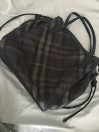 Burberry tote gorgeous