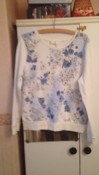 White and blue floral sweater Bristol, BS15 1BX