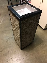 Ashtray/garbage can