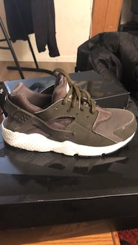 Pair of green nike huarache shoes 48 km