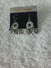 NWT Peace Earrings New Hamburg, N3A 1H2