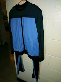 New never worn. Nice jogging outfit