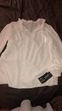 White blouse women size small Laval, H7M 4S9
