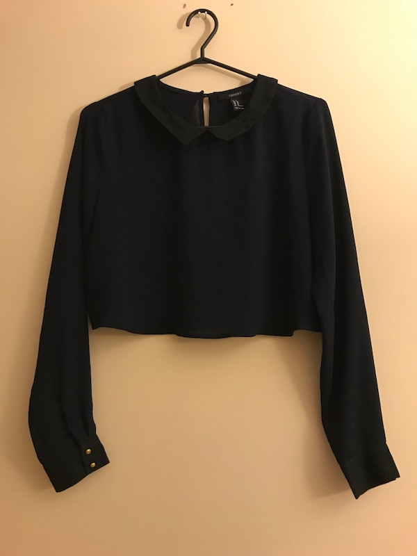 Cropped navy blue blouse