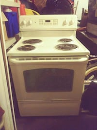GE Stove. Works well Tucson, 85756