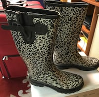 pair of black-and-white leopard print boots Stroudsburg, 18360