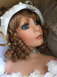 Brand new in box keepsake heirloom porcelain bride doll collectable 28 inches tall North Bergen, 07047
