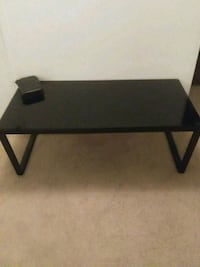 Coffee Table w 2 Matching End tables. Jacksonville, 32244