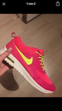 Pink und lime-green low top Nike Sneaker Screenshot
