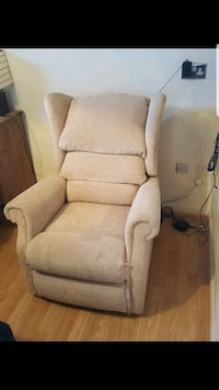 Electric riser recliner chair Greater London, RM6 4JA