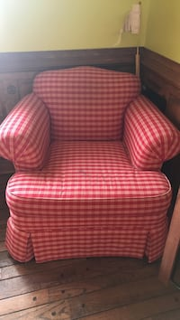 Red and white chair 40 mi