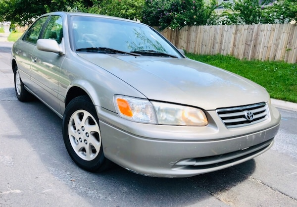 Classic year 2000 Toyota Camry drives great