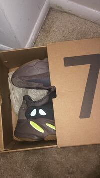 YEEZY 700 Muaves Size 10 District Heights, 20747