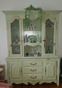 China Cabinet/Breakfront White Plains