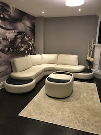 white leather padded sectional sofa Mississauga, L5R 3S3