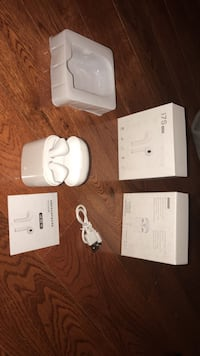 White apple airpods with box Mississauga, L5R 4E6