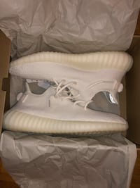 YEEZY 350 TRIPLE WHITE Vaughan, L4K