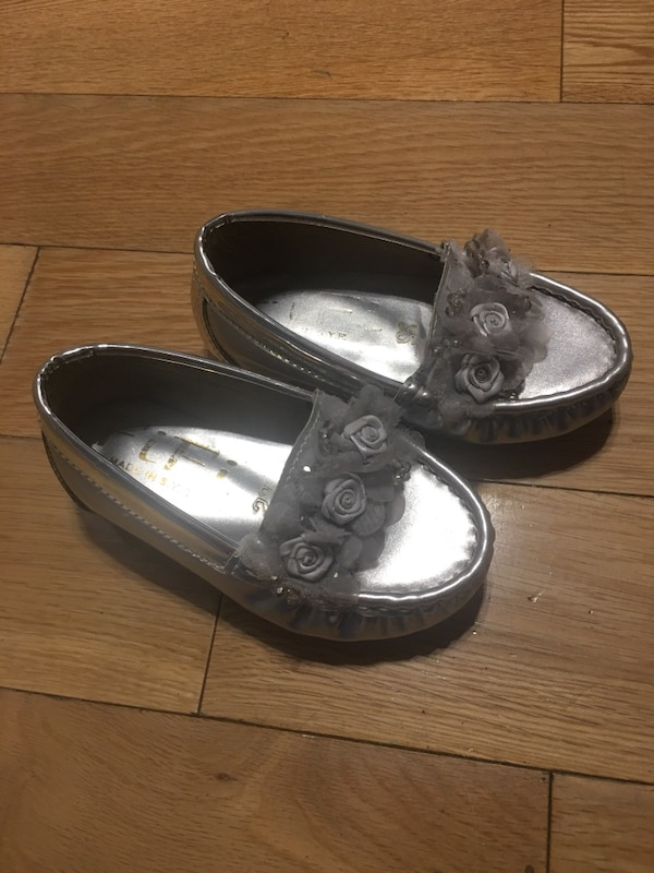 Baby girl shoes size 22 ! b2d9f31c-ad12-4912-800b-d0760d18bad1