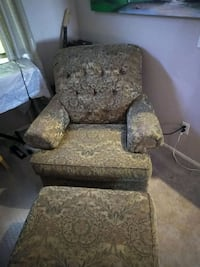 Arm chair and ottoman. Shades of Gold  North Las Vegas, 89031