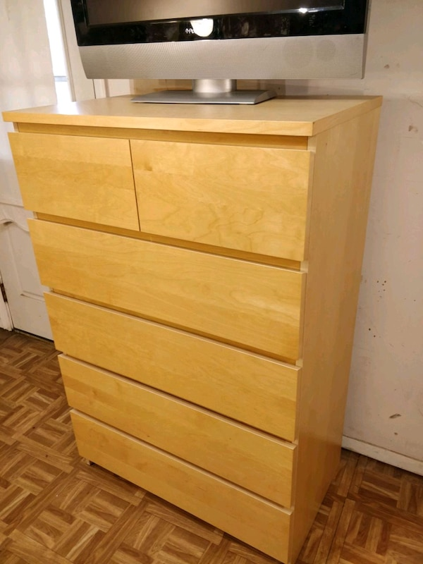 Like new big chest dresser with big drawers in gre