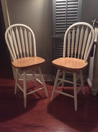 two white wooden windsor chairs Kenner, 70065