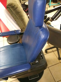 blue and black leather padded dental tattoo chair Manchester, 37355