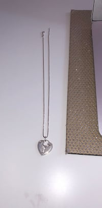 Silver heart shaped necklace Calgary, T2T 0A3